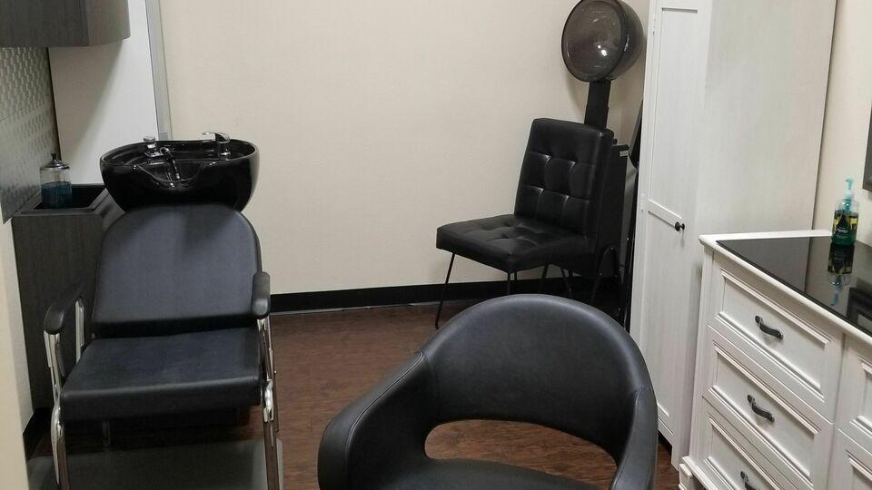 THE TRANSITION Salon inside Phenix Suites