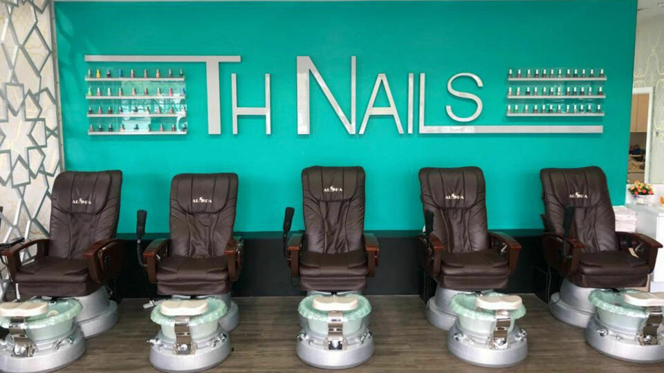 TH nails and spa geelong west